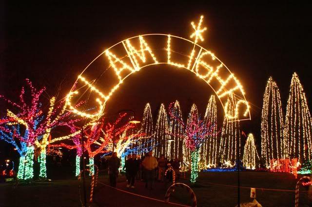 Ivar S Clam Lights Gene Coulon Memorial Beach Park Holiday Lights Display Best Christmas Lights Christmas Lights Near Me