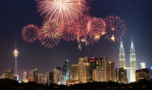 Kuala Lumpur New Year S Eve New Year S Eve Around The World Fireworks Images New Years Eve Fireworks
