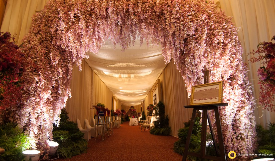 Nathaniel And Keithy S Wedding Reception Venue At The Ritz Carlton Kuningan Jakarta Hotel Organized By Nikoap Organizer Wedding Entertainment By Andrew Lee