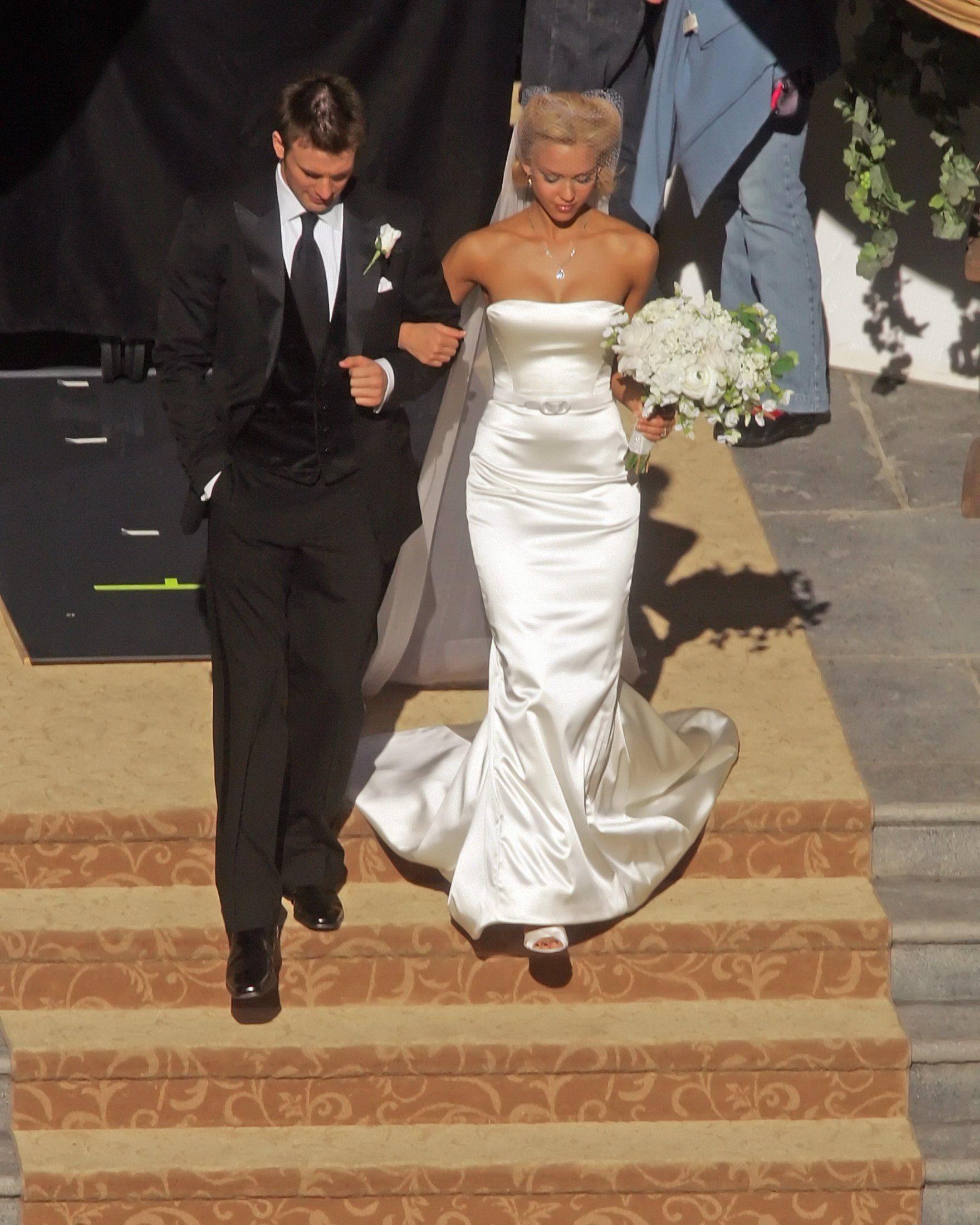 c42168e8941e Jessica  Alba  Wedding Dress