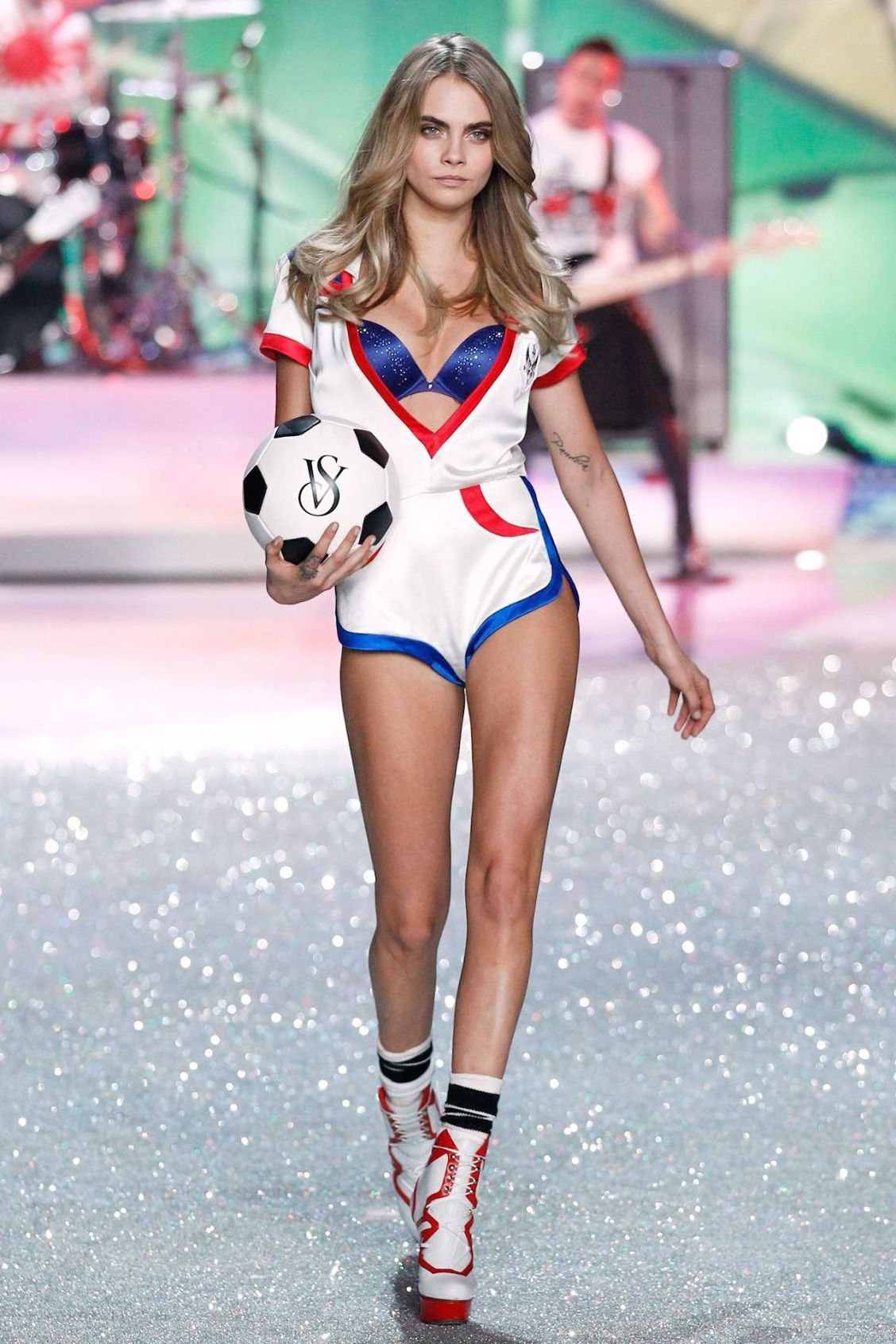 b008a71d16 Cara Delevingne and Victoria s Secret hit back at body shaming tabloid  gossip.