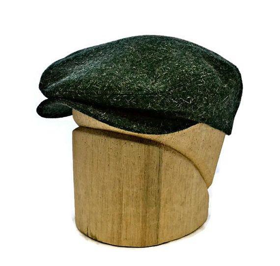325cd997f7f Men s Driving Cap in Vintage Green Tweed - Wool Flat Cap - Retro Driving Cap