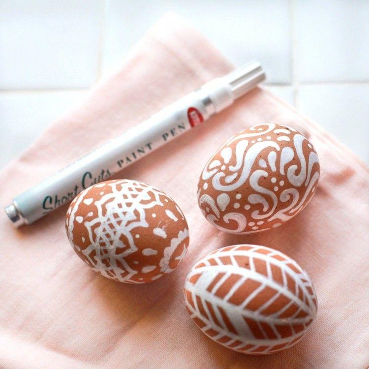 Ostereier Gestalten weiße muster gestalten aus braunen eiern acolorsobrown braun