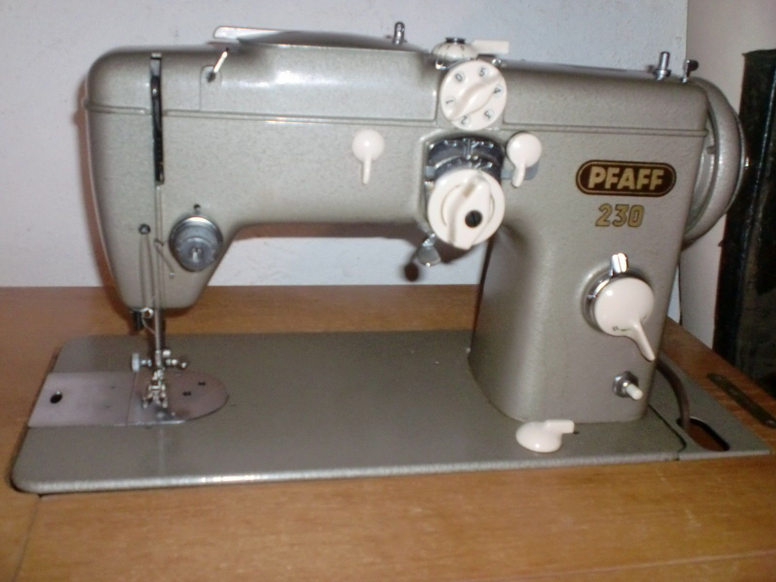 Ebay schlafzimmerschrank ~ Pfaff 230 automatic nähmaschiene mit schrank in in neuenrade ebay