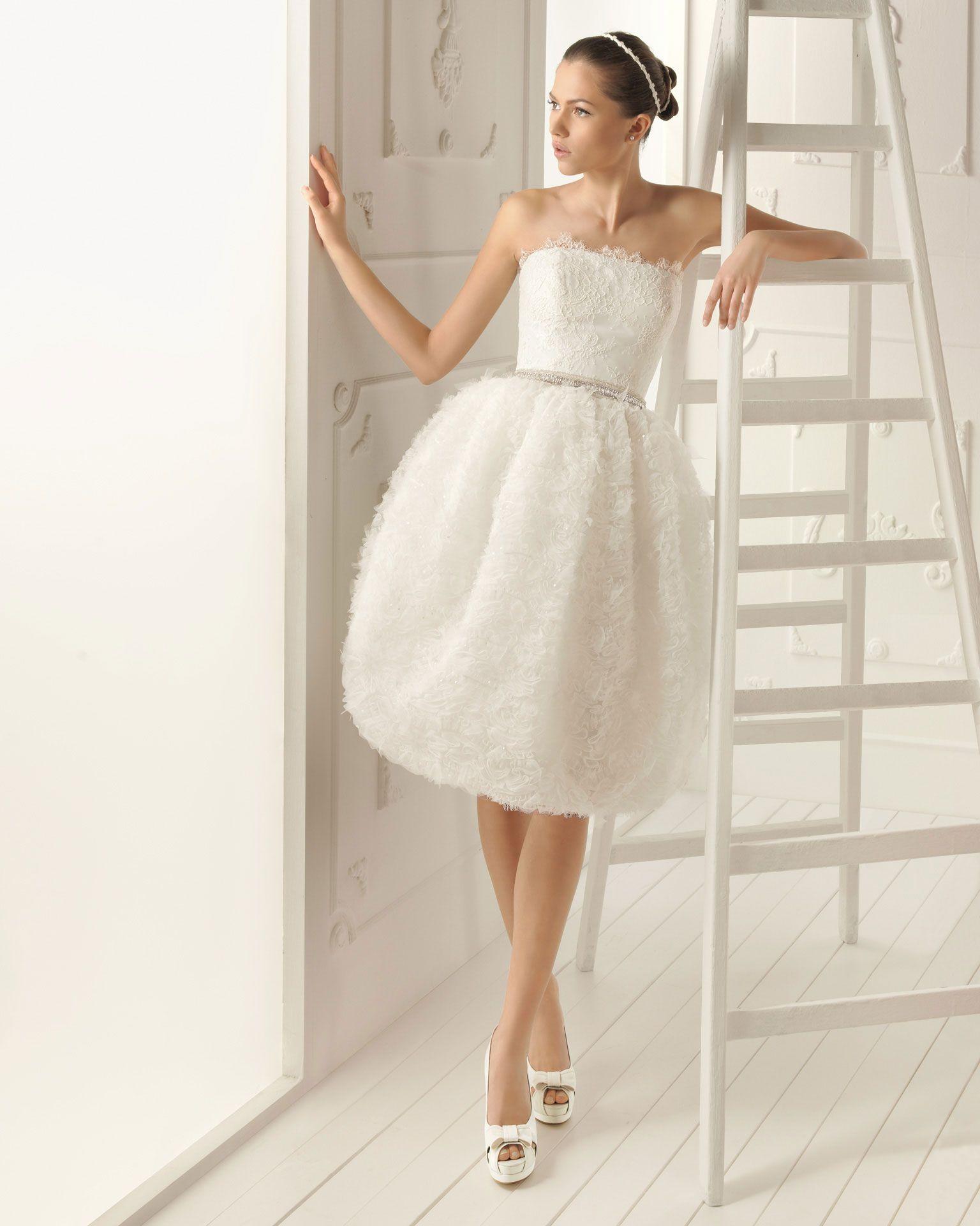 RENO - Vestido corto de tul y encaje pedrería en color natural X03 ...