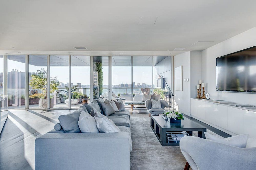 Inside The New York City Penthouse Where Kim Kardashian West Is Living  During Kanyeu0027s Tour | Penthouses, Apartments And Living Rooms