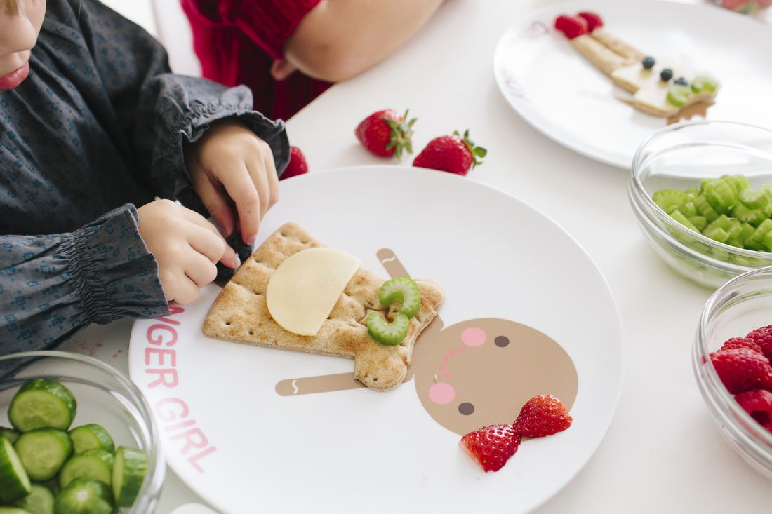 Dylbug LLC - Personalized kids dinner plates with with food cutters to make healthy eating & Dylbug LLC - Personalized kids dinner plates with with food cutters ...