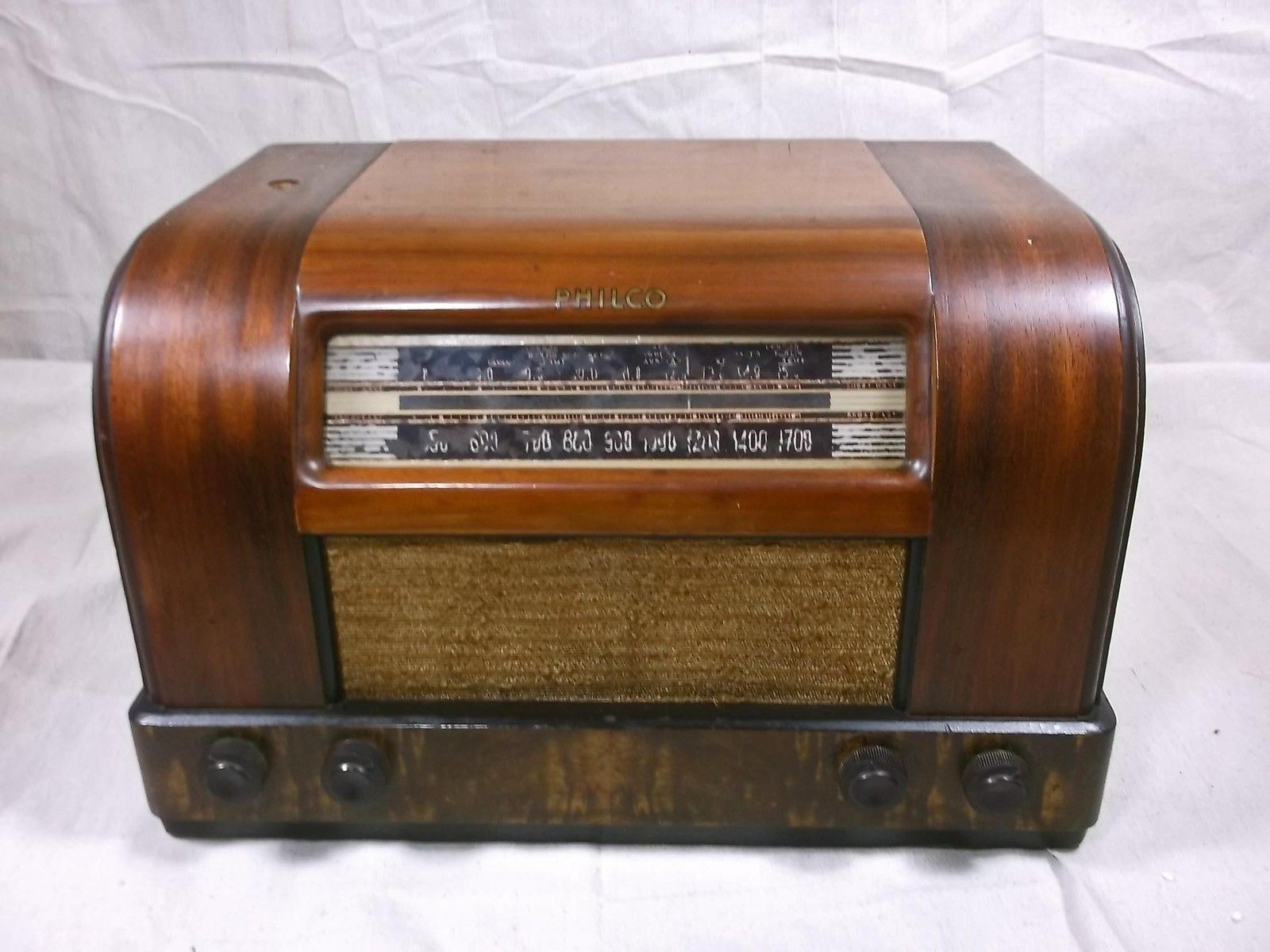 Vintage 1942 Philco Tube Radio W Broadcast Short Wave IN Wooden
