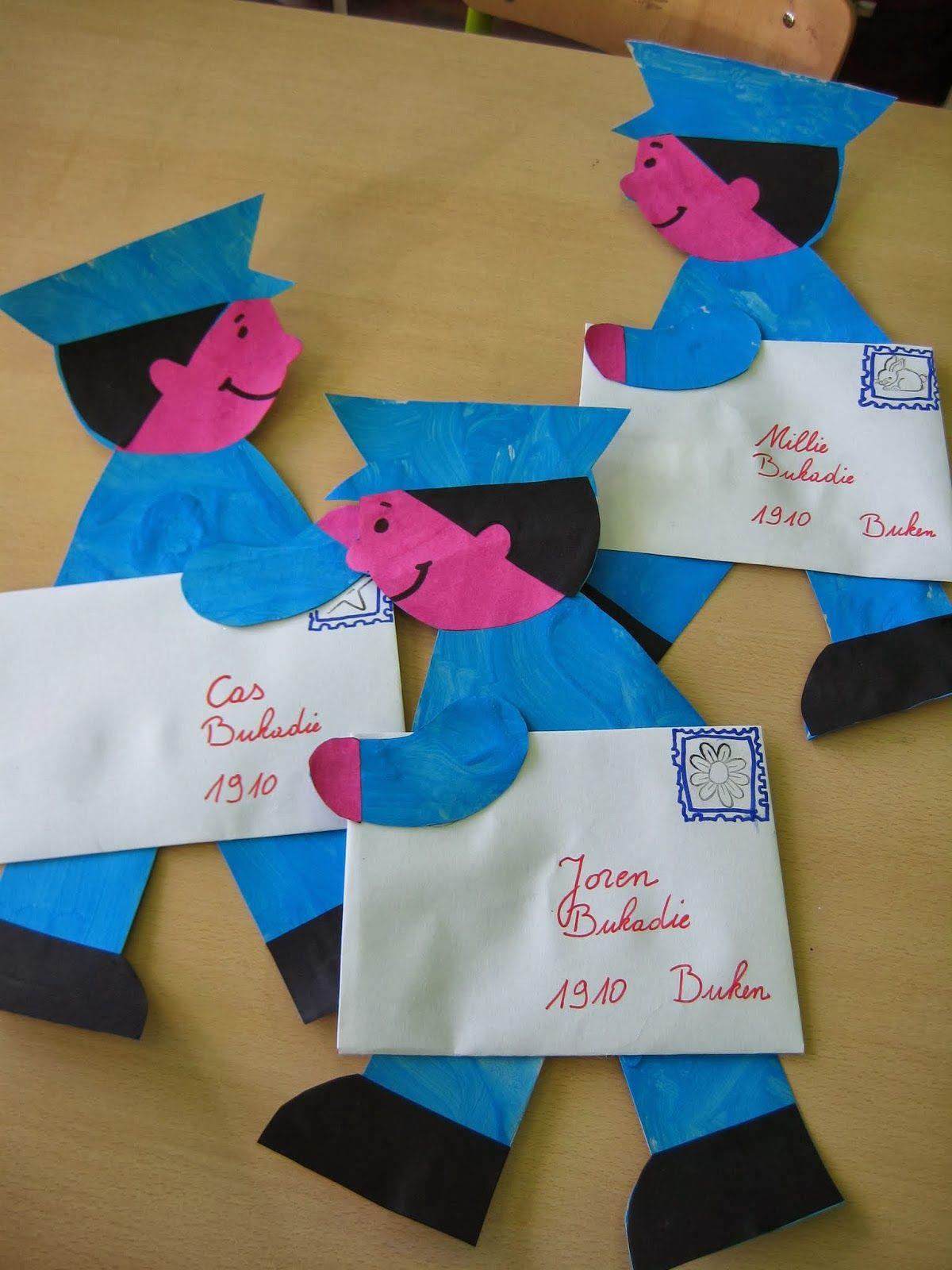 de postbode knutsel beroepen pinterest community helpers