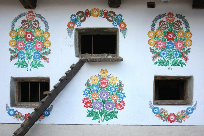 Das Außergewöhnliche Am Dorf Sind Die Fassaden Dessen Häuser: Man Hat Sie  Mit Schönen Floralen Mustern Dekoriert. Wenn Sie Auch Die Hausfassade  Gestalten