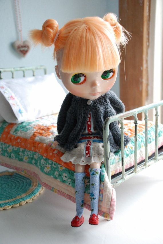 Beautiful old fashioned Blythe with adorably miniature quilt!