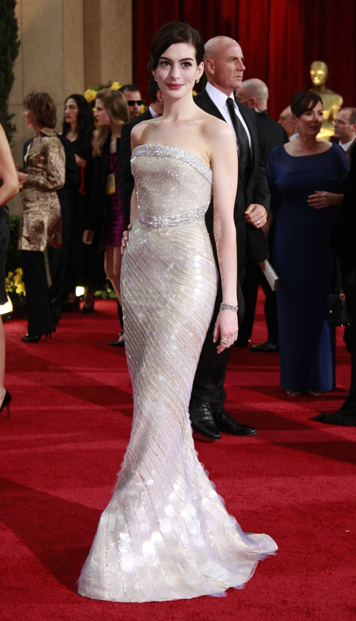 Anne Hathaway sparkles at the 2018 Oscars in glittering Givenchy gown | Pretty gowns, Oscar gowns, Oscar dresses