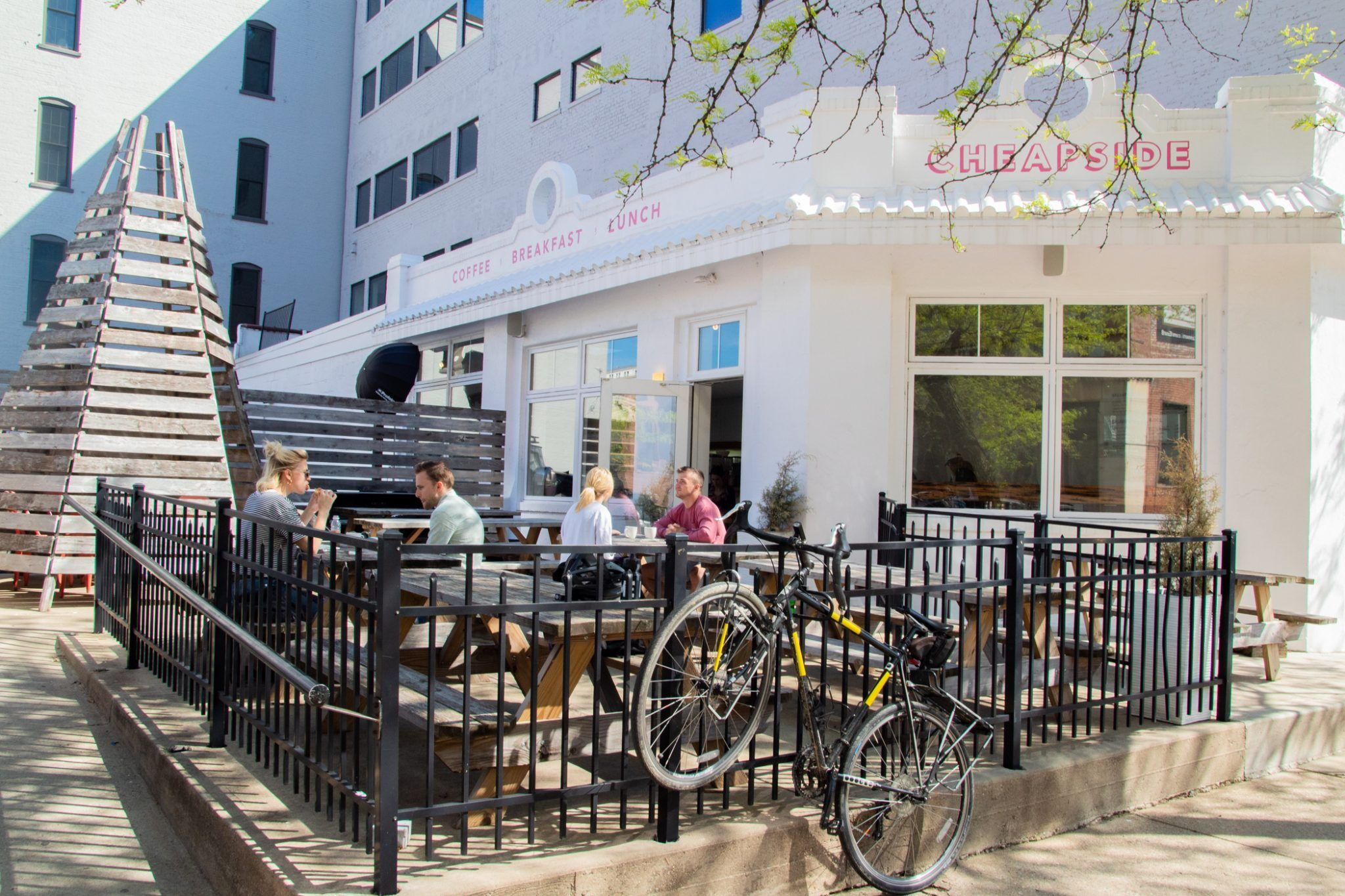 Cheapside Cafe 326 E Eighth St Downtown With A Menu Featuring Kale Salads Breakfast Sandwiches With Pime Cincinnati Restaurants Restaurant Beautiful Patios