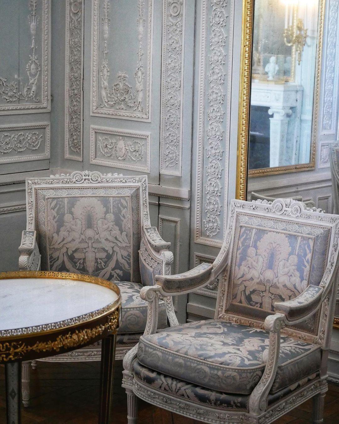 Versailles Mon Amour On Instagram Joli Cabinet De Marie Antoinette Au Petit Trianon Du Chateauversailles Le Mobilier Rococo Decor Furniture Salon Furniture