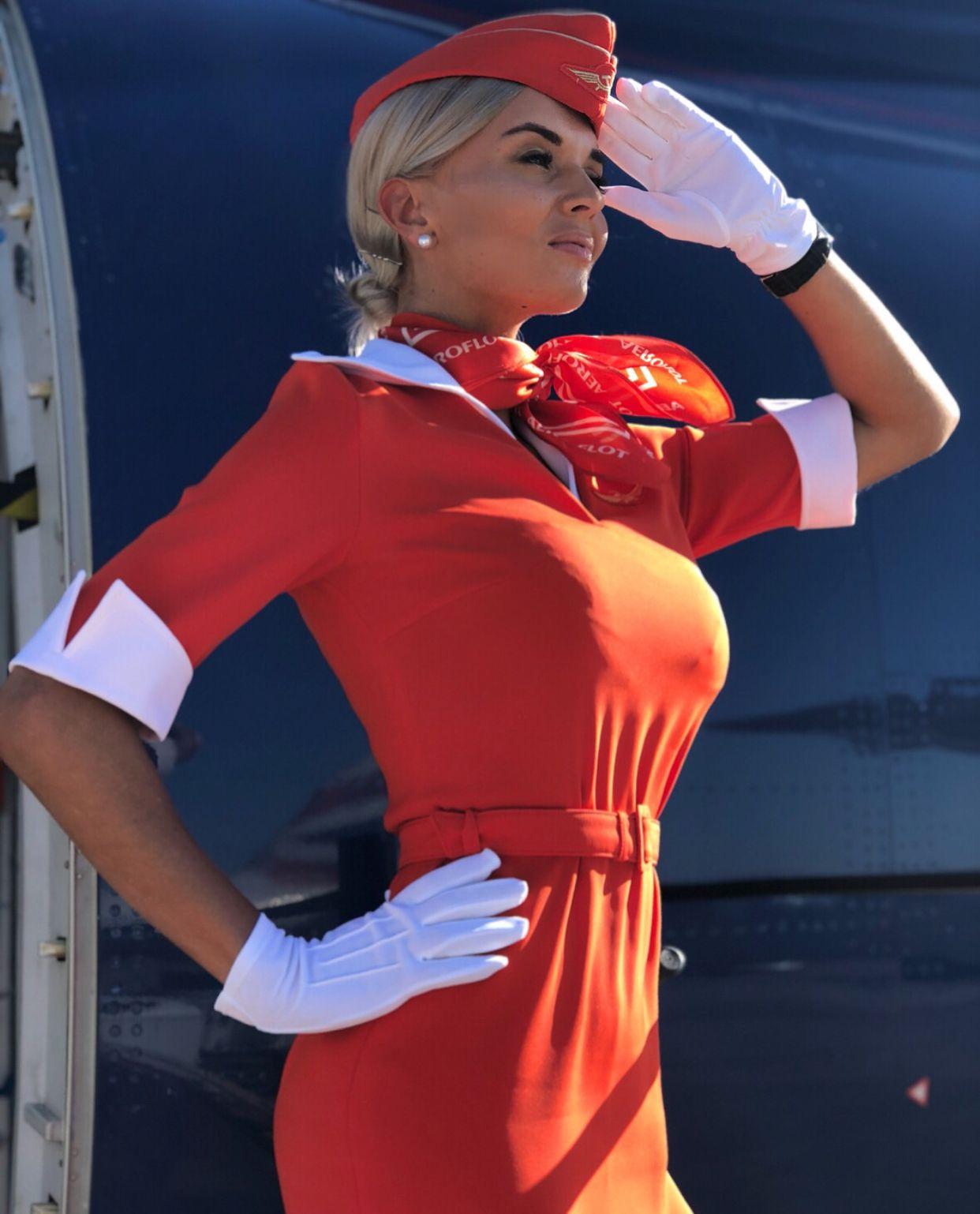фото стюардессы без лифа