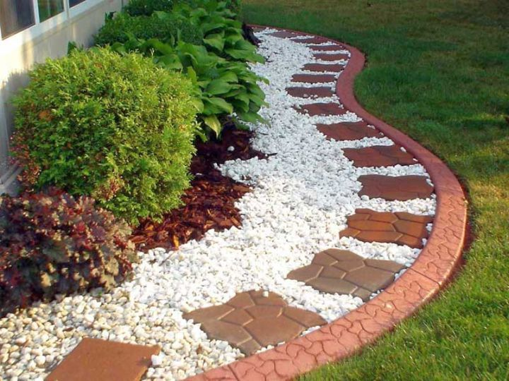 Simple rock garden ideas with brick tiles landscaping for Rock garden bed ideas