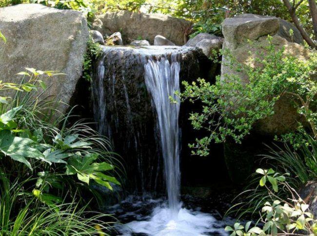 Gestaltung Gartenteich bachlauf gartenteich wasserfall ideen natursteinen gestaltung