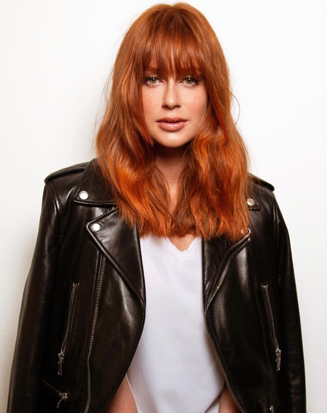 Marina ruy barbosa red hair color with medium length hair cut with
