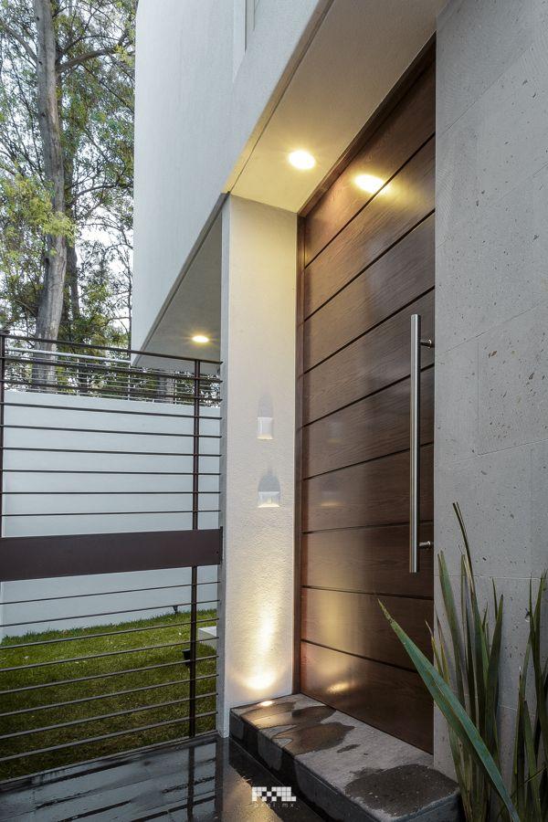 Ingreso principal doors pinterest principales for Puertas de ingreso principal casas