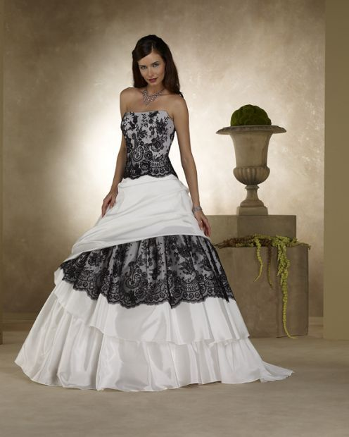 15 Stunning Color Wedding Dresses   Wedding Gowns in All Colors ... e3c9699a6ec3