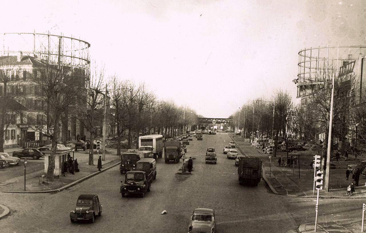 Paris 1960 pr s de la porte de la chapelle saint denis le long des gazom tres qui - Piscine pierre de coubertin saint denis ...