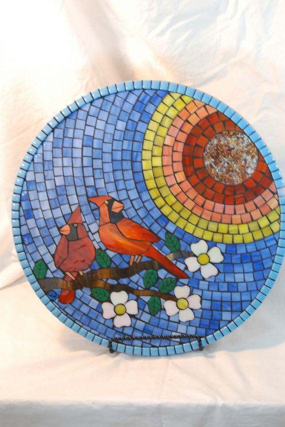 Lazy Susan manchado a vidrio mosaico cardenales en la mañana ...