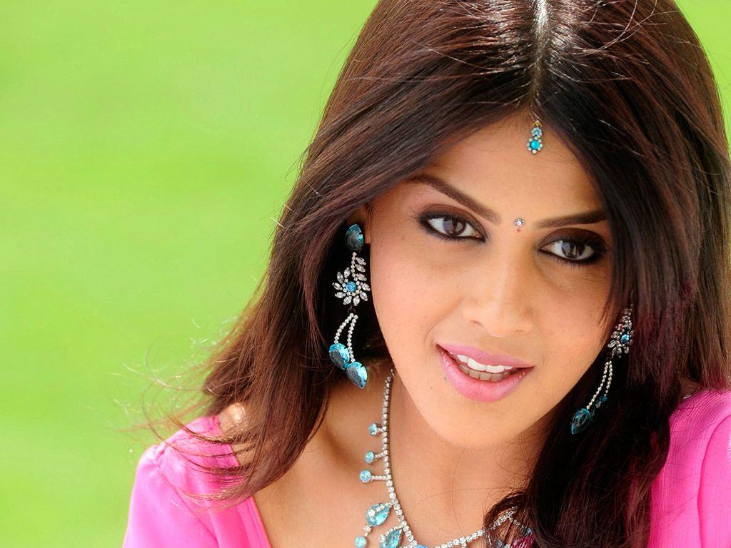 nice Beautiful And Glamour Indian Actress Genelia ...
