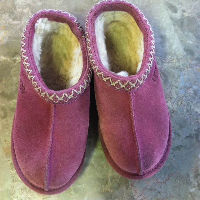 UGGS! Kids size 1, $39. Ready and waiting for the morning. 10-5.