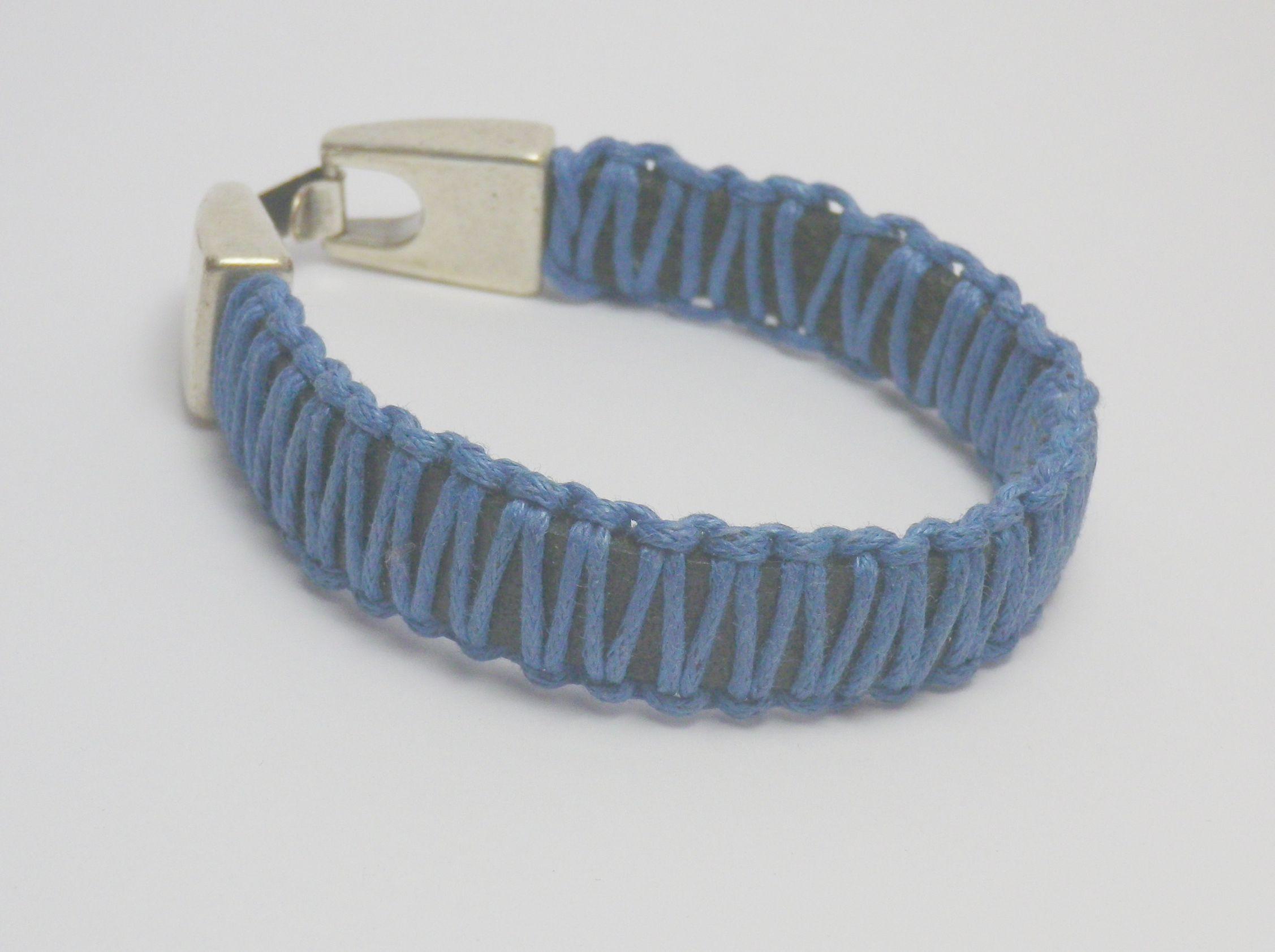 #Pulsera de #cuero plano con #algodon encerado azul marino y cierre de #zamak