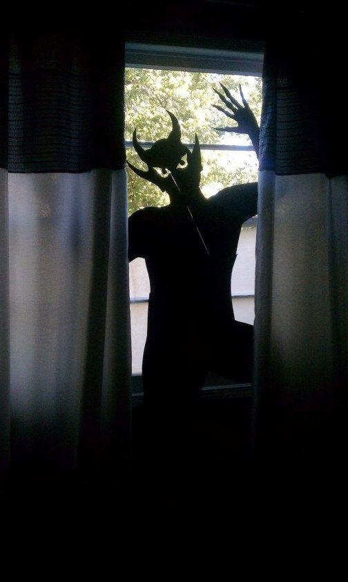 76 Scary but Creative DIY Halloween Window Decorations Ideas You Should Try #diyhalloweendéco