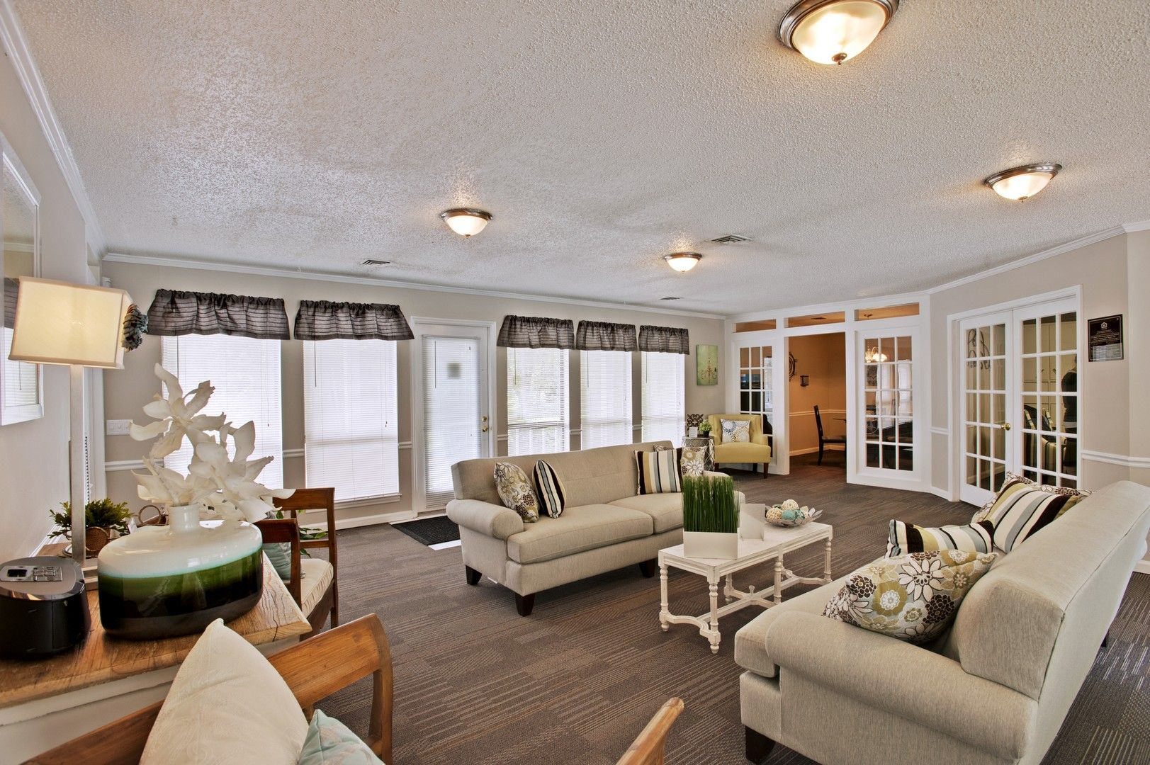 Welcome Home To Heritage Place Apartment Homes Located In Franklin Tennessee Your Newly Renovated Pet Friendly Co White Appliances Private Patio Wall Closet