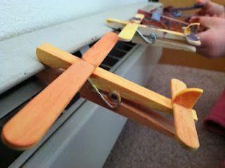 avion con pinzas