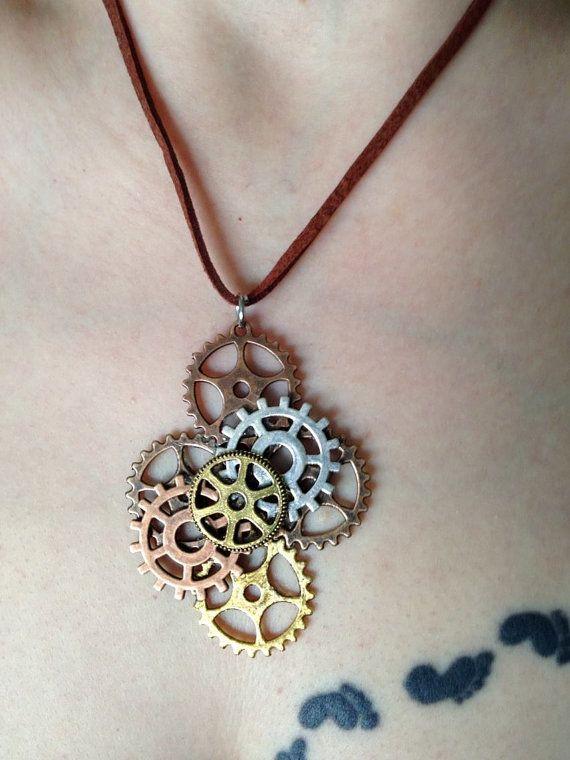 Steampunk Gear Necklace  Brown Suede di TaintedMarks su Etsy, $25.00
