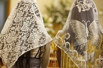 Territoire palestinien occup, Beit Jala, Holy mass in Palestine Women wearing embroidered veils