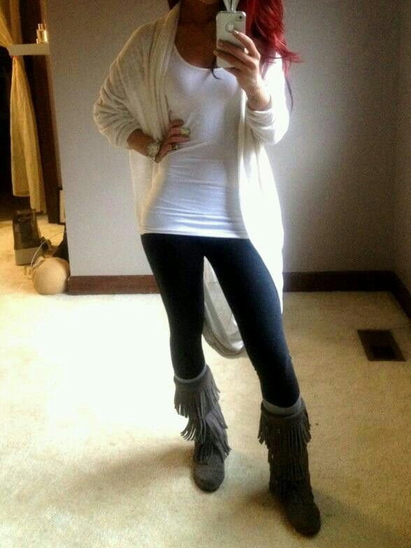 Over sized sweater, fringed boots, white tank, black leggings. I need a pair of fringed boots!!!