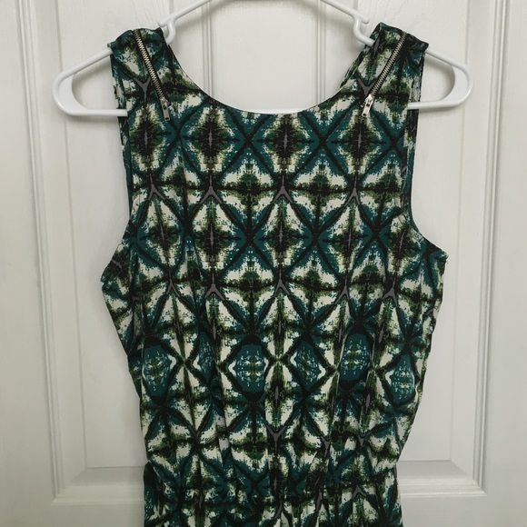 Cute patterned romper Fun romper worn only once! Zipper detail and slit up middle of the back Pants Jumpsuits & Rompers