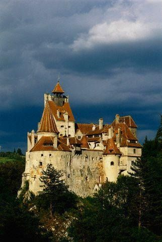 Dracula S Castle In Romania Castelul Bran Situated Near Bran And In The Immediate Vicinity Of Braşov Is A N Draculas Castle Romania Castle Beautiful Castles