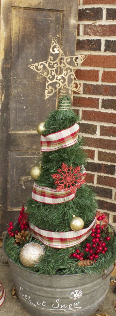 Diy Christmas Tree From A Tomato Cage Diy Christmas Tree Tomato Cage Christmas Tree Pinterest Christmas Crafts