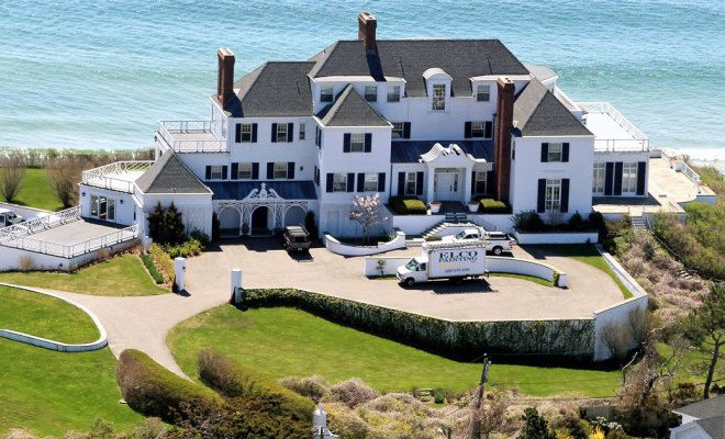 17 Most Jaw Dropping Gorgeous Movie Star Homes Weekend Collective Taylor Swift House Celebrity Houses Mansions