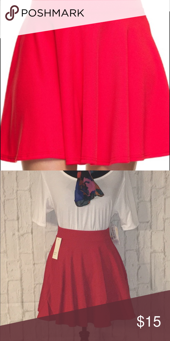 Solid textured skater skirt This amazing skirt is perfect for summer. Bright red color. 95% polyester 5% spandex. Skirts Mini