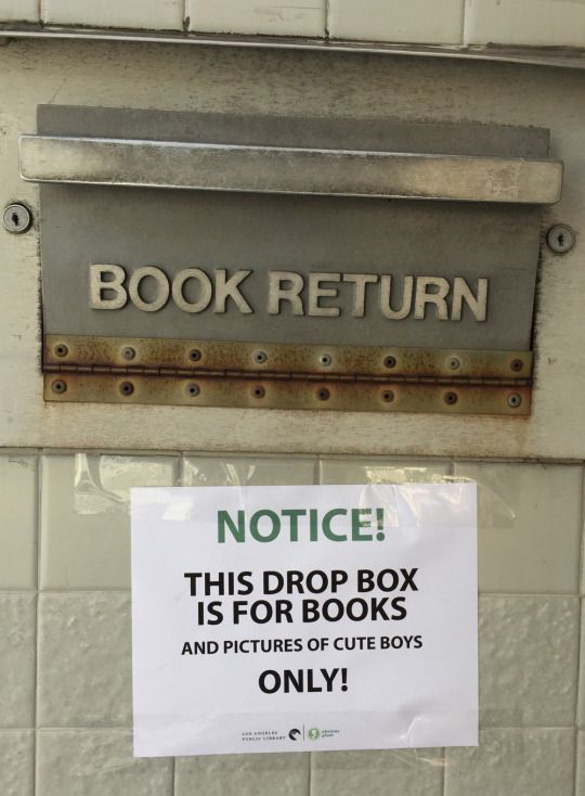 16 hilarious signs for library lovers.