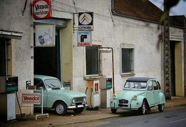 Citro n 2 cv et renault 4l devant le garage voitures europ ennes les ann es 50 60 pinterest - Garage citroen lille wazemmes ...
