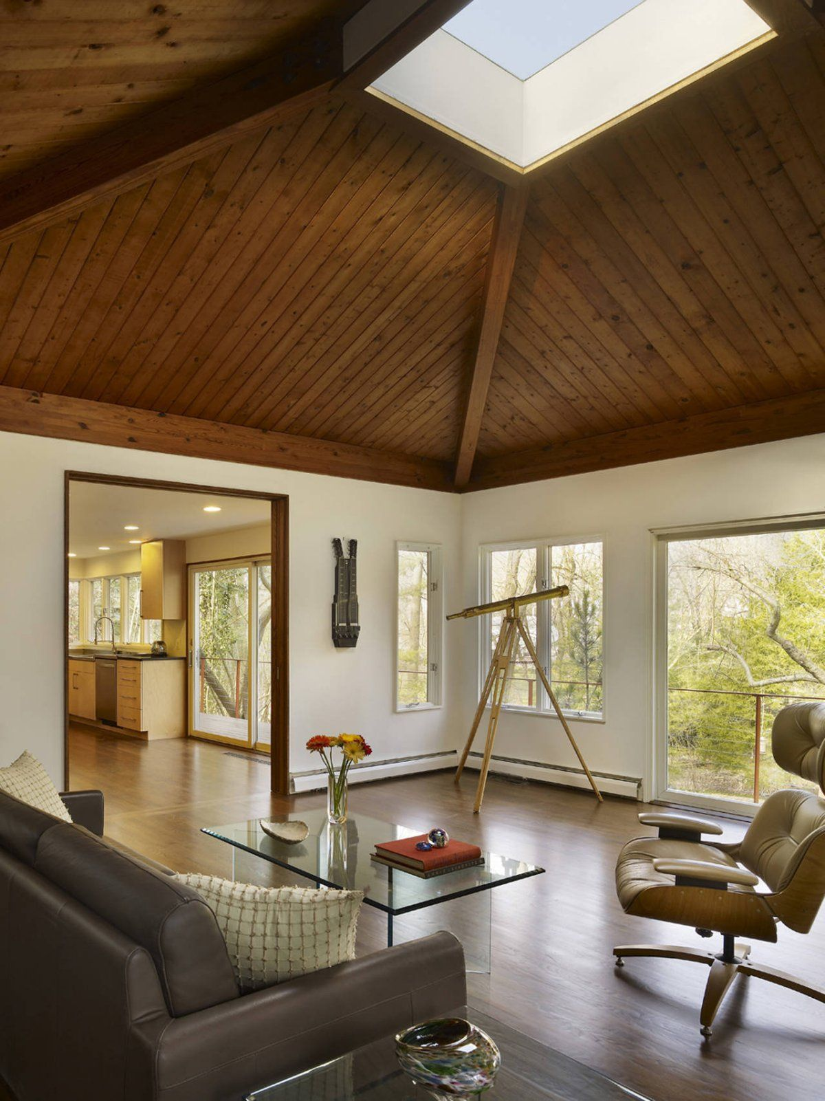 Living Space Design With Wooden Ceiling In Mid Century Modern - Mid century home design