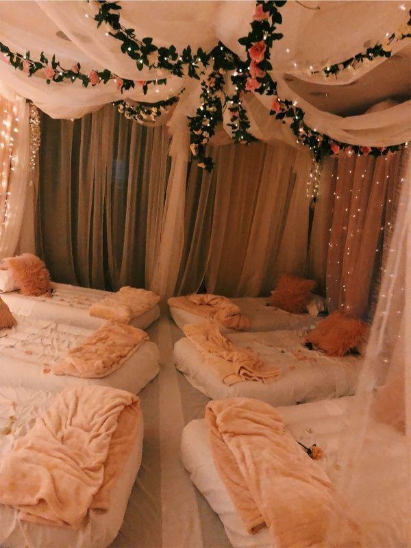 Übernachtung vor der Hochzeit mit Brautjungfern - #Brautjungfern #der #Hochzeit #Mit #showerideas #Übernachtung #vor #sleepoverparty