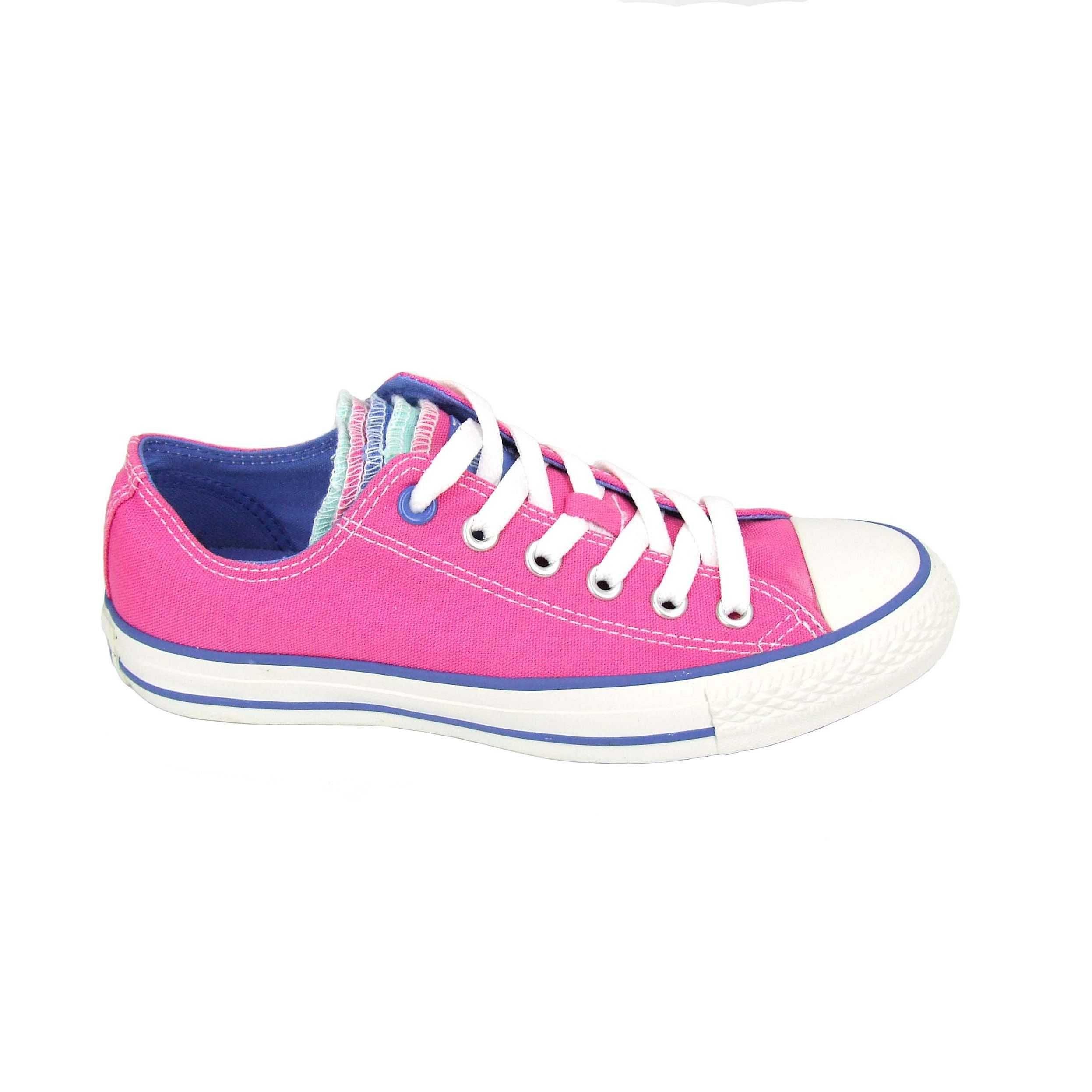 Roze met een multicolor tong is deze klassieker van Converse ...