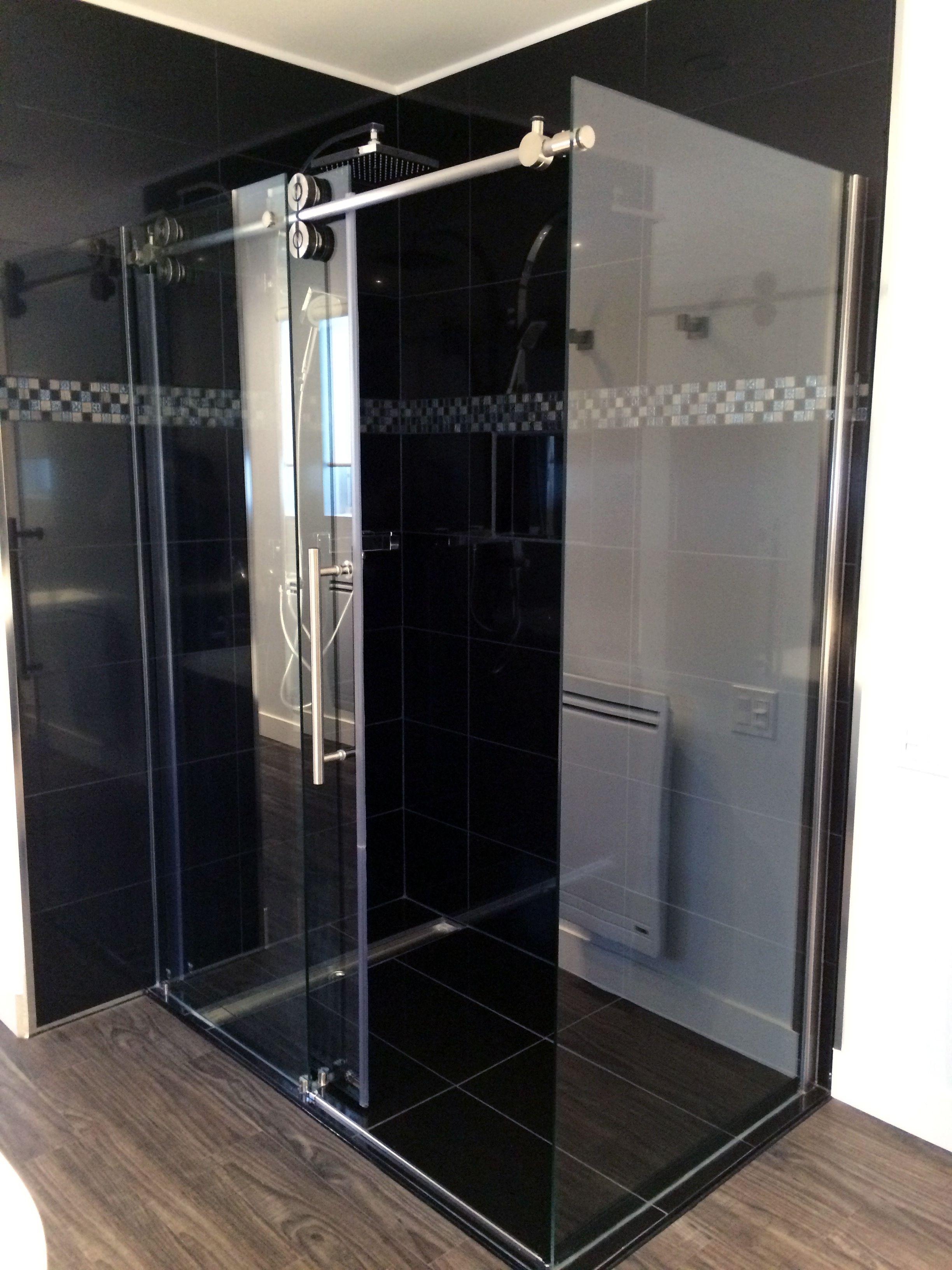 douche 60 pouces en cà ramique avec panneau de verre et porte