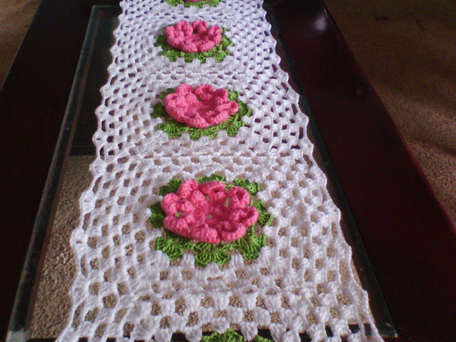 Cantinho da Jana: Caminho de mesa com flor dalia