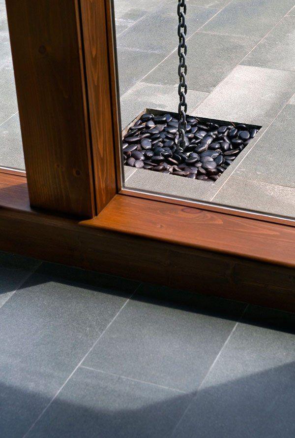 terrassengestaltung graue bodenfliesen holz kontrast dekosteine - groe bodenfliesen