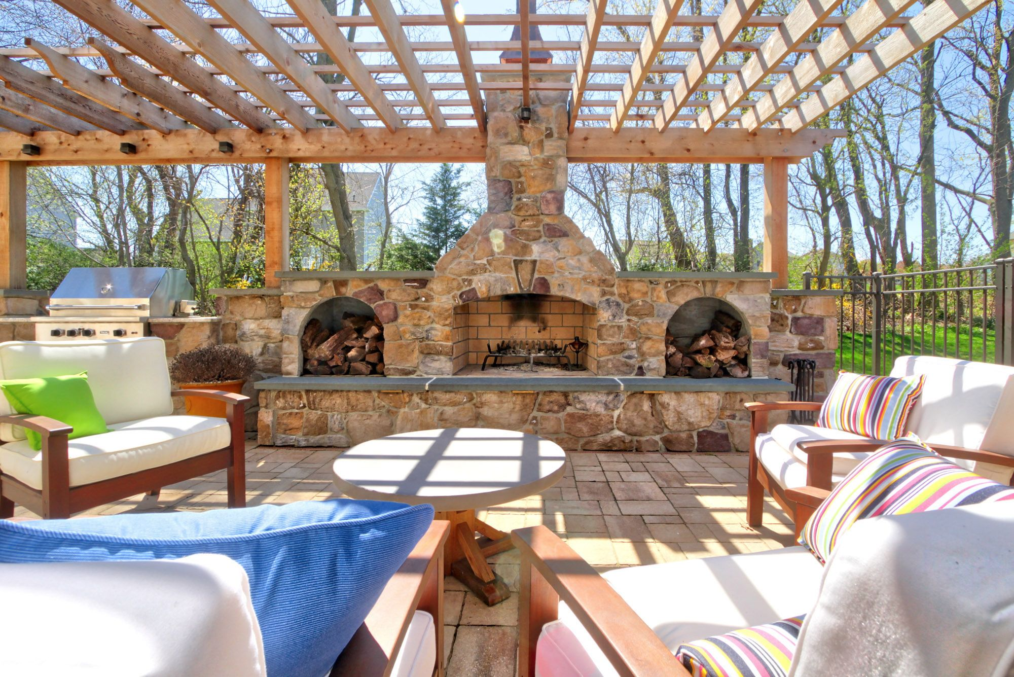 See more details about this outdoor hardscaping project ... on Houzz Outdoor Living Spaces id=91489