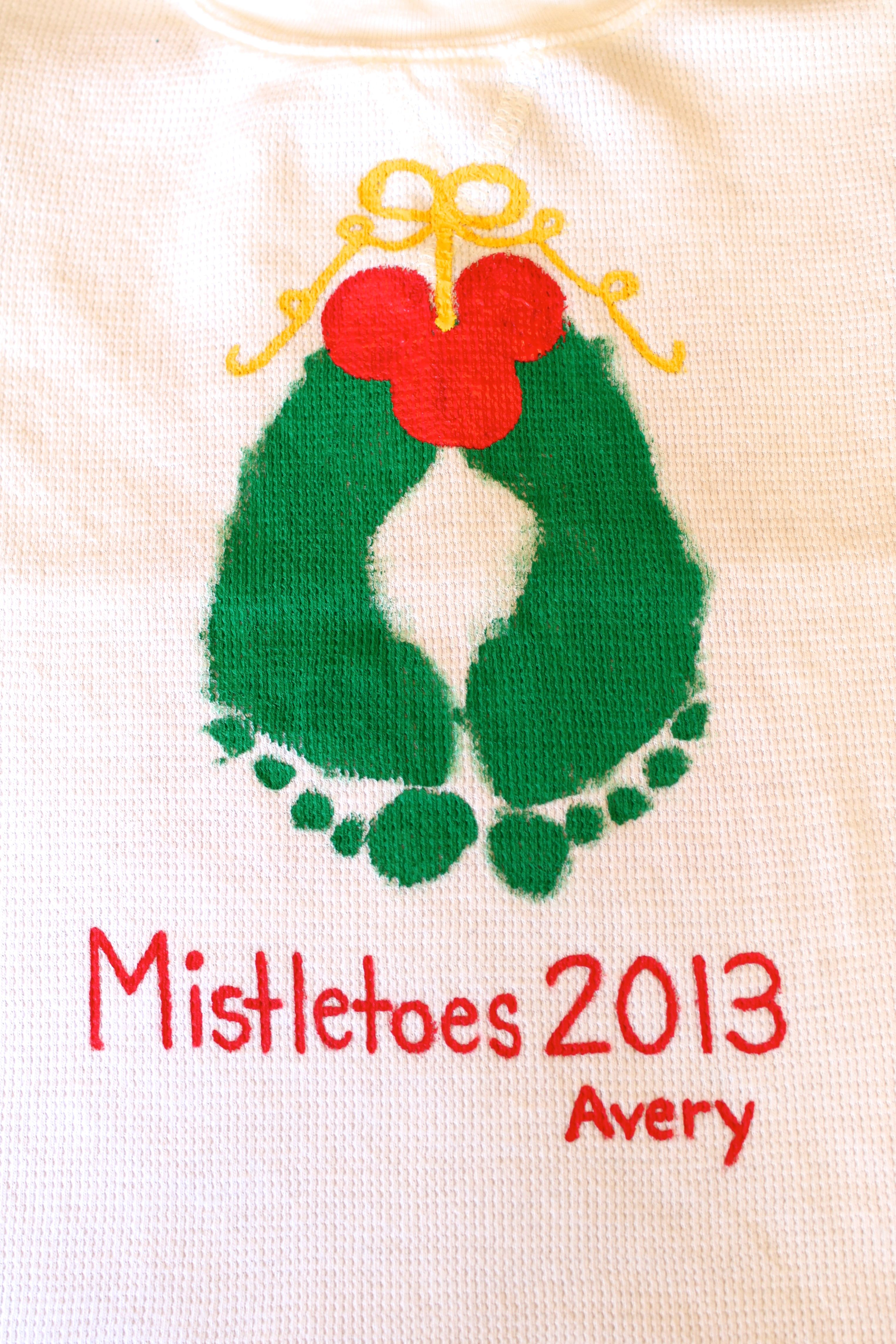 Cute Christmas Craft To Do On A Large Tile Mistletoes Footrpint Crafts